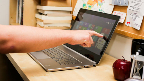 Laptop Nhỏ Gọn Dễ Bày Biện Và Mang Theo Người.