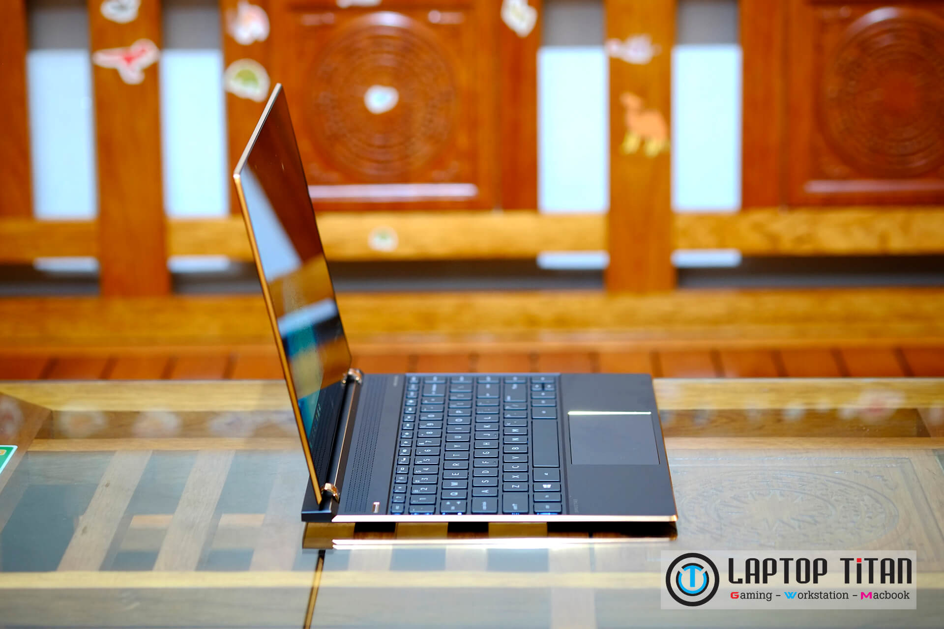 "HP Spectre 13 Core i7 8550u / 16GB / 512GB / 13.3"" UHD Touch / Black Gold / 1.1 Kg"