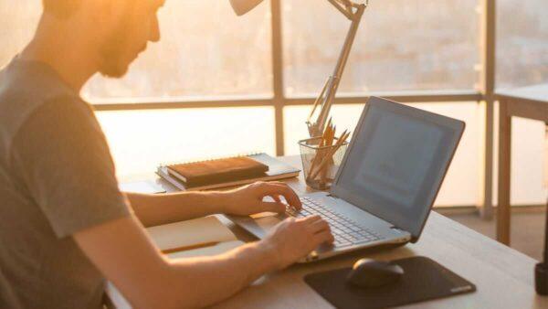 Laptop Cu Da Qua Su Dung 2021 1